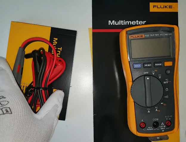 Compact and lightweight 115 multimeter